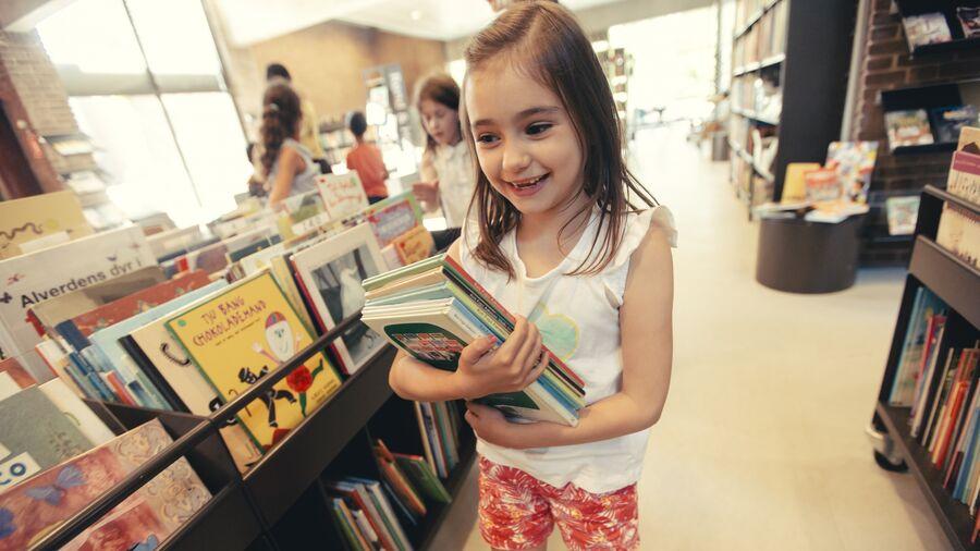 Barn med bogstak
